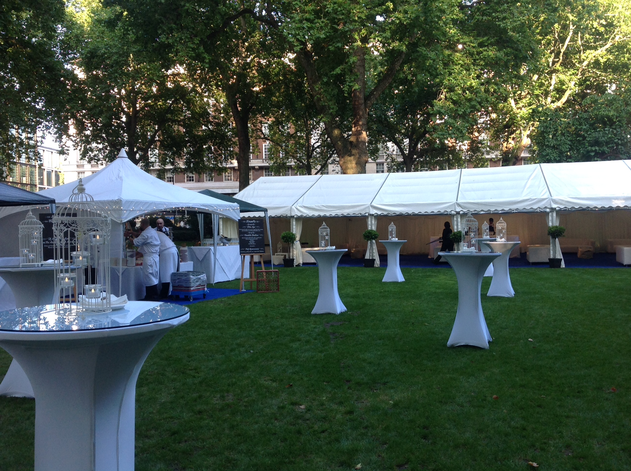 Garden party marquee for 500 attendees